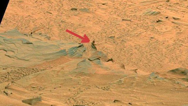 Une statue de femme sur Mars