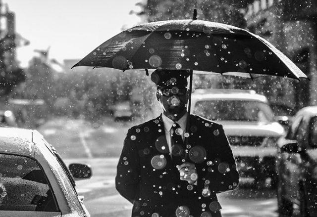 Homme au parapluie