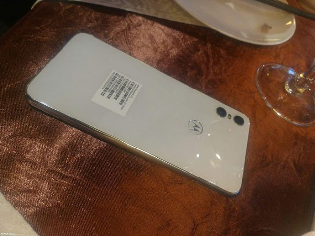 Motorola One : image 1