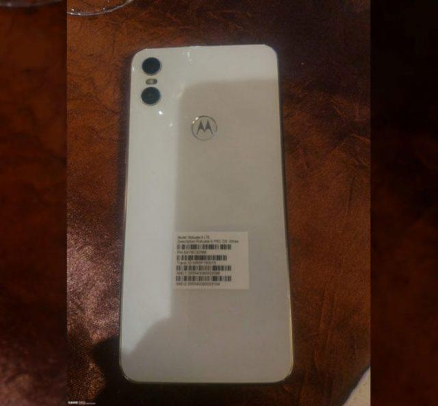Motorola One : image 2
