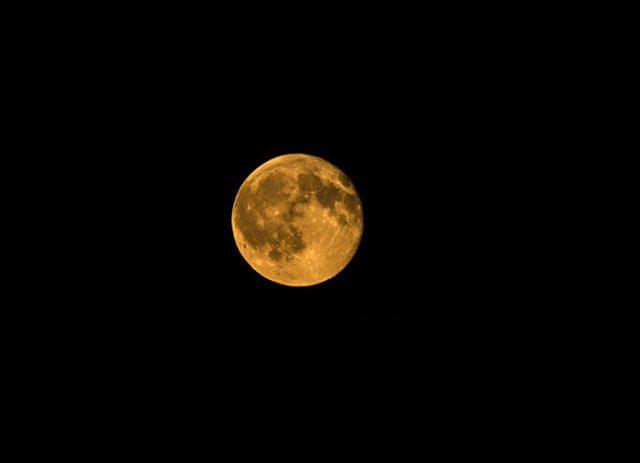 Le Soleil, la Lune, la Terre et Mars dans un alignement parfait