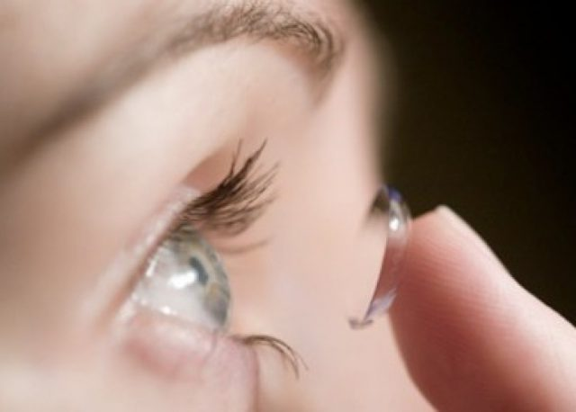 Royaume-Uni : elle passe 28 ans avec une lentille dans l'oeil