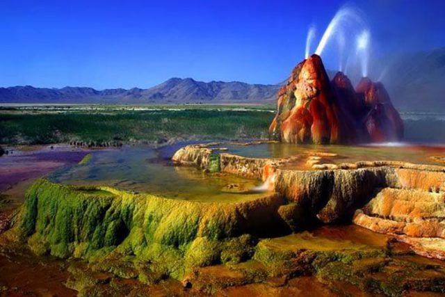 Le Fly Geyser au Nevada, États-Unis