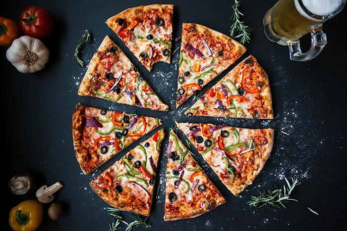Sur YouTube, une théorie du complot sur les parts de pizza a été vue des millions de fois