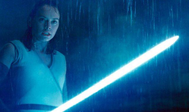 sabre laser bleu Rey