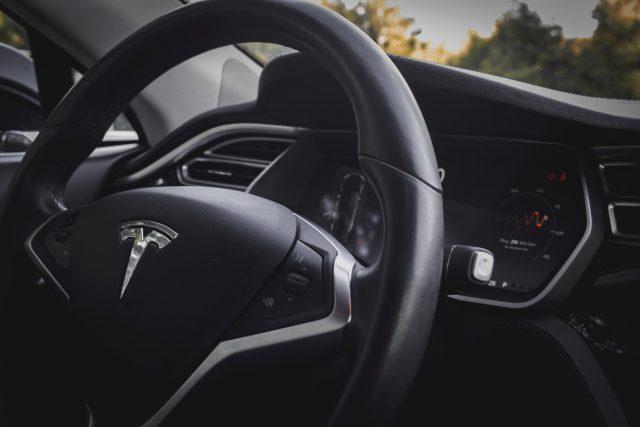 Tesla : L'accès au réseau social Blind a été bloqué pour ses employés