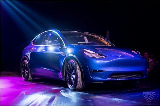 Tesla a officialisé le Model Y, un SUV sept places à un prix attractif