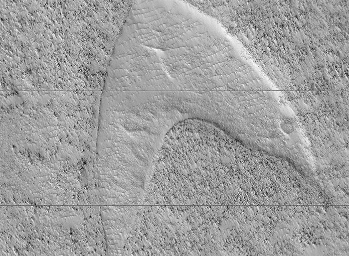 Tiens, il y a une dune qui ressemble au logo de Starfleet sur Mars