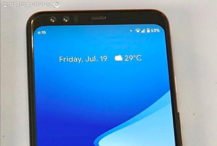 Le Pixel 4 se montre en photo, de face et écran allumé