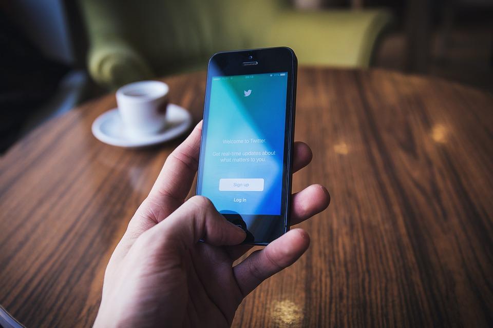 Twitter lance son nouveau filtre pour les messages privés indésirables