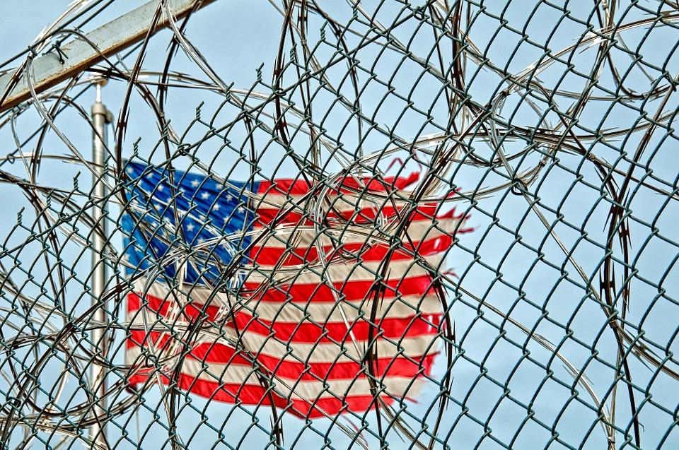 8 personnes poursuivies par le gouvernement fédéral américain pour avoir lancé des sites de streaming