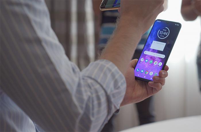 Motorola a apparemment un smartphone avec caméra pop up en préparation