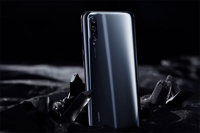 Le Xiaomi Mi 9 Lite à 215 €, dispo en deux coloris