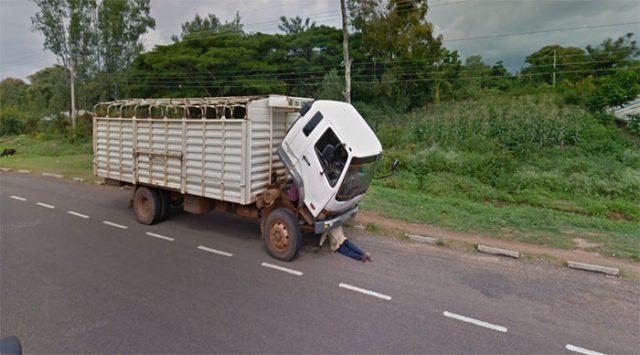 Un camion avalant son propriétaire dans Google Maps