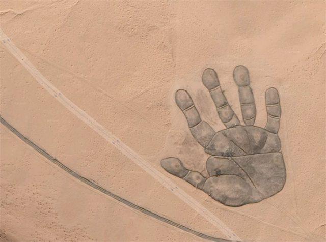 Il y a une main géante dans Google Maps