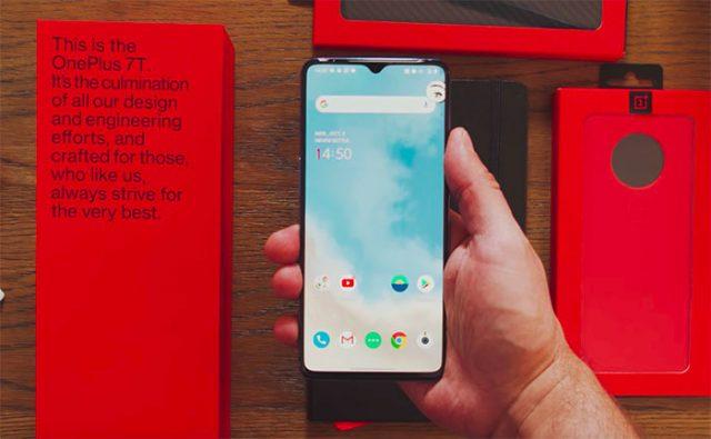Le OnePlus 7T en main
