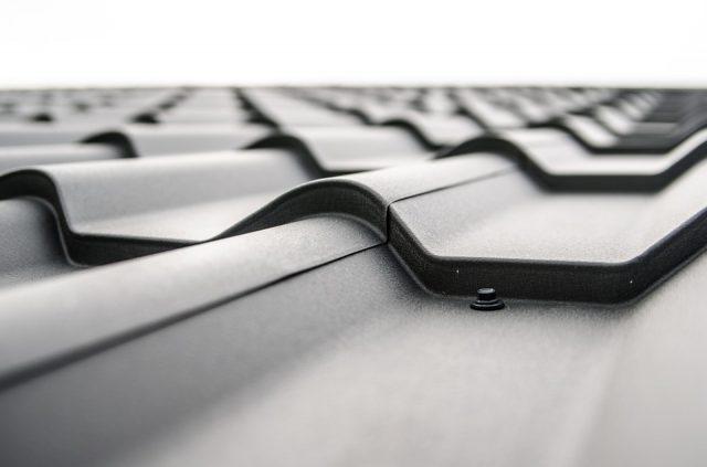 Solar Glass Roof de Tesla : des tuiles solaires bientôt sur vos toitures