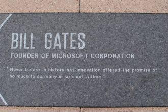 Une plaque en l'honneur de Bill Gates