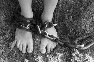 Un esclave enchaîné