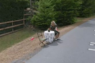 Tiens, il y a un homme cheval dans Google Maps