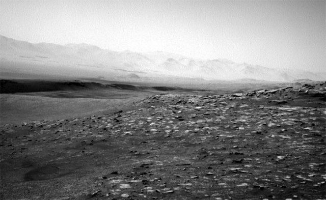 Une autre vue du cratère Gale, toujours du point de vue de Curiosity