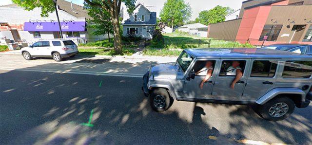 Il y a de drôles de Jeep qui se baladent dans Google Maps
