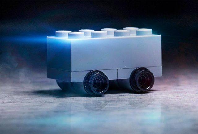 Quand LEGO trolle Tesla