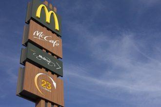 Le panneau d'un McDonald's