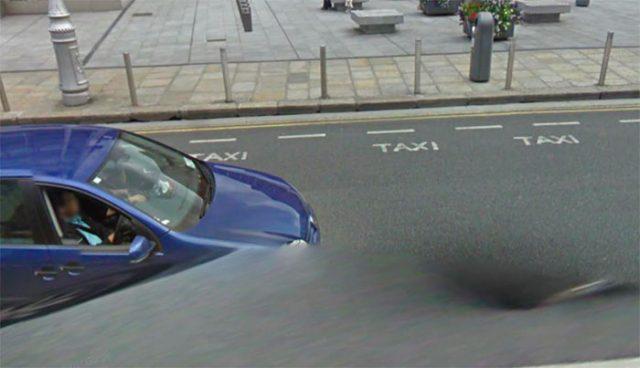 Quand un trou apparaît au beau milieu d'une route dans Google Maps