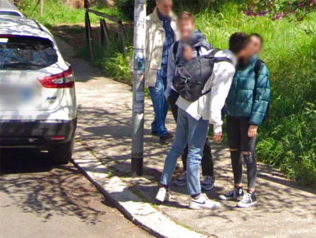 Une scène assez triste relevée dans Google Street View