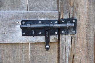 Un verrou sur une porte