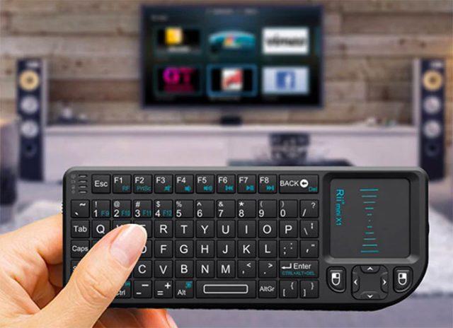 Le Rii Mini X1 intègre un clavier physique et une zone tactile