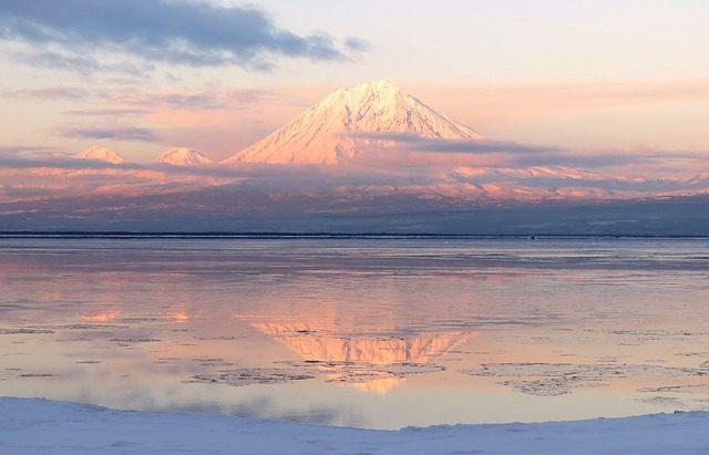 Un volcan sur l'horizon