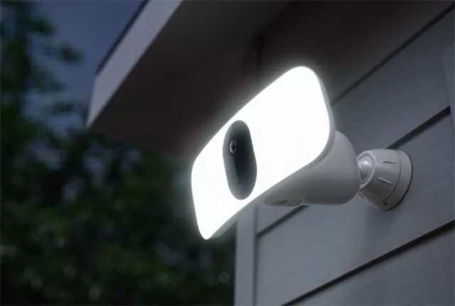 La Arlo Pro 3 Floodlight en pleine action