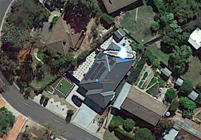 Cette toiture a l'air d'avoir un léger problème.