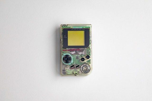 Une Gameboy transparente