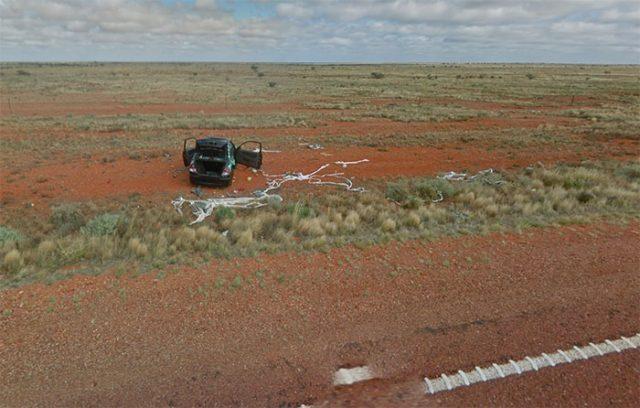 Mais qui a bien pu oublier sa voiture en plein milieu du désert australien ?