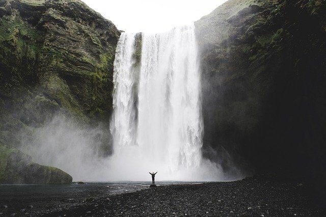 La photo d'une cascade