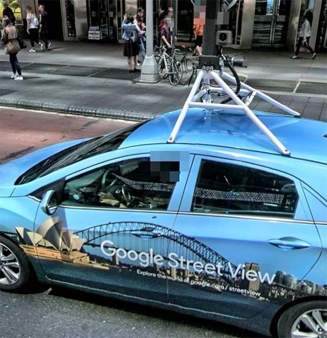 ... et une Google Car se balade aussi dans Apple Plans