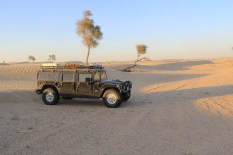 Un Hummer en plein désert