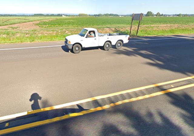 Un pick-up limo se balade dans Google Maps (capture Google Street View)