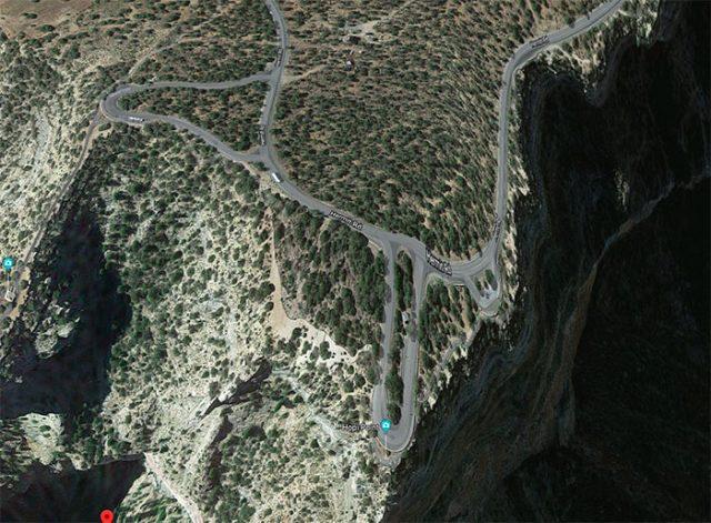 Cette route a un drôle d'aspect, vous ne trouvez pas ?