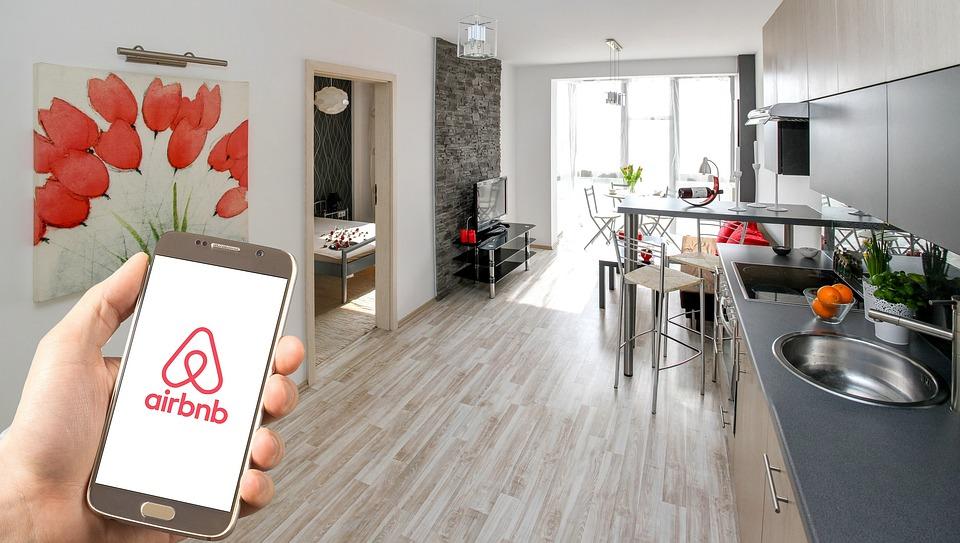 Airbnb veut offrir 100 000 logements gratuits aux personnel soignant