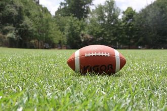 un ballon de football américain