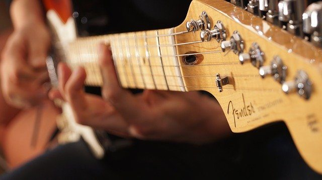 Le manche d'une guitare Fender