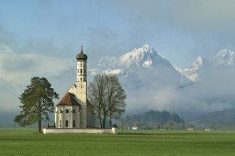 Une église dans un superbe paysage