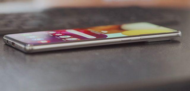 La conception du Galaxy A71 est solide