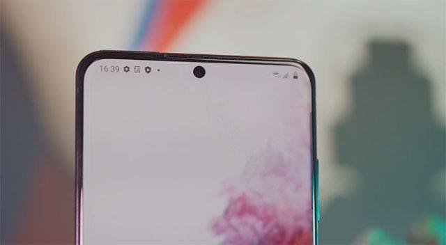 Le poinçon, bien centré, à l'image des Galaxy Note 10