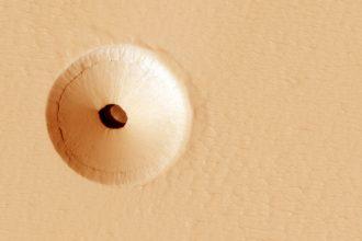 Il y a de drôles de trous sur Mars