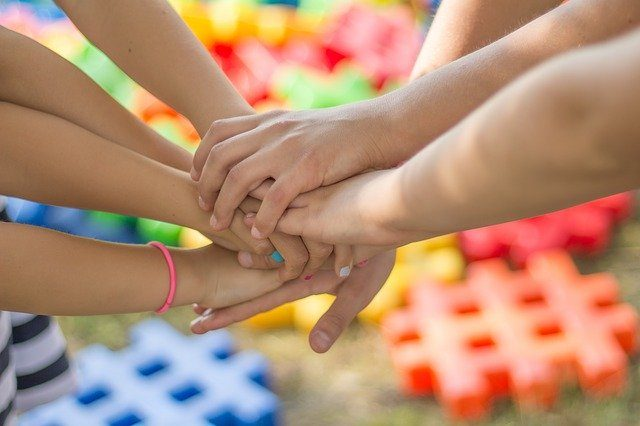 Des mains d'enfants